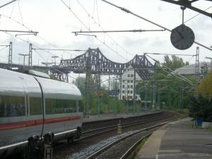 Der Rendsburger Bahnhof in Sichtweite zur Hochbrücke. Foto: Stefan Fuhr
