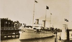 Die Kaiseryacht Hohenzollern bei der Einfahrt in den Nord-Ostsee-Kanal. Foto: Archiv WSD