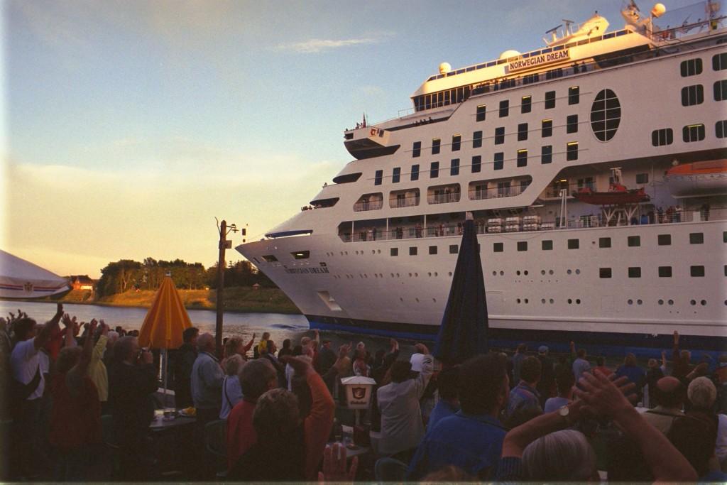Norwegian Dream im Nord-Ostsee-Kanal / NOK