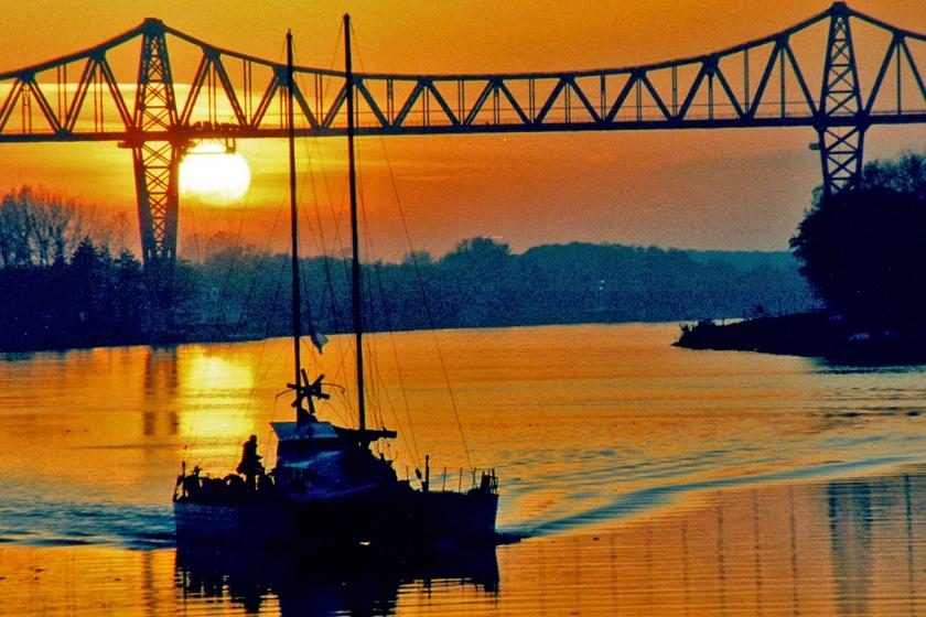 Die Rendsburger Eisenbahnhochbrücke in der Abendsonne. Foto: Oliver Franke, ide Stampe