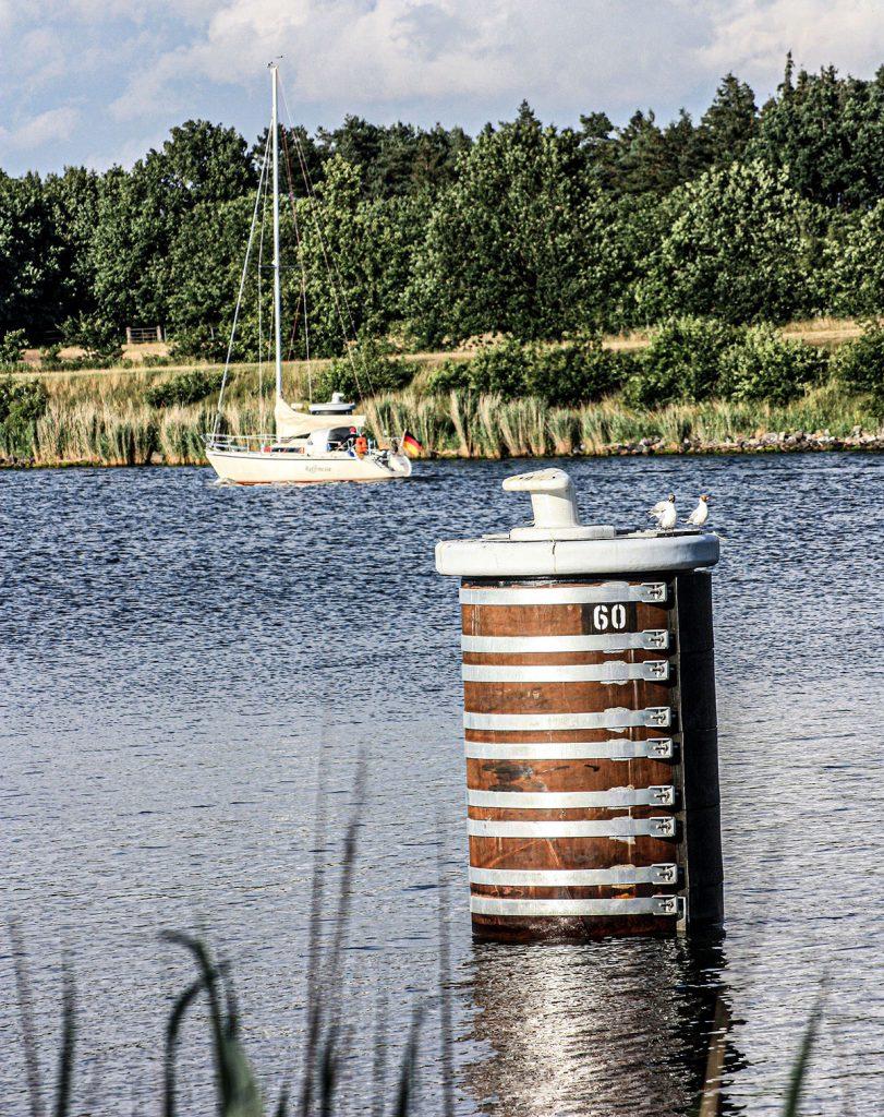 Dalben finden sich in jeder Weiche am Nord-Ostsee-Kanal