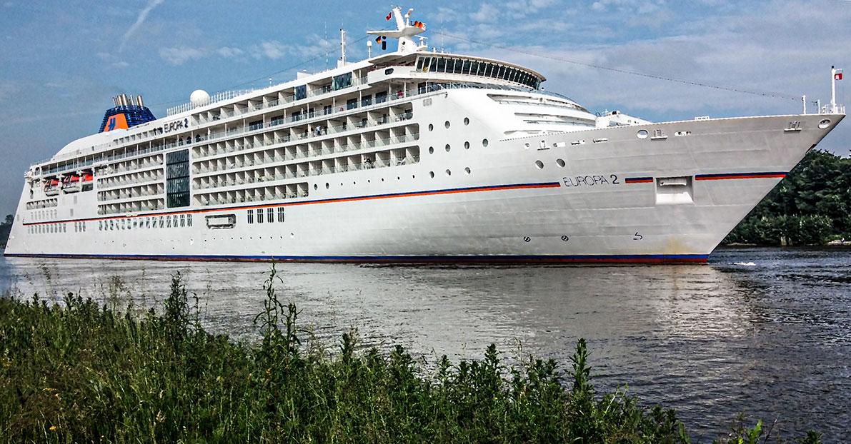 Die EUROPA 2 von Hapag-Lloyd Cruises im Nord-Ostsee-Kanal