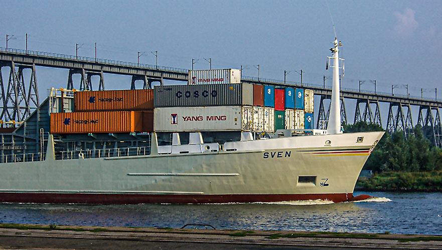 Containerschiff Sven im Nord-Ostsee-Kanal